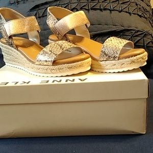 Anne Klein**NIB** Snake Embossed Sandals